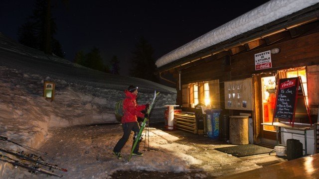 Snowshoe walks night